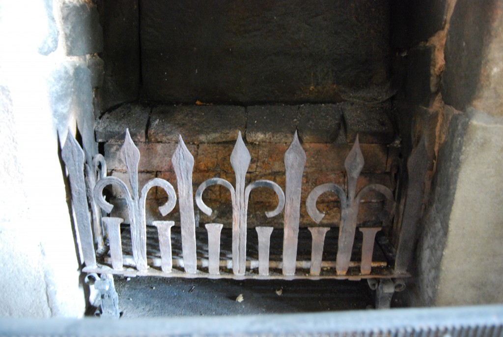 Modern fire-basket, Haddon