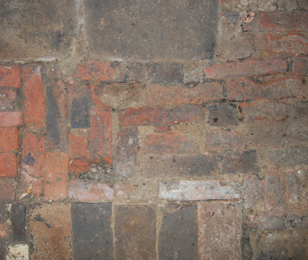 Brick and stone cellar floor, indicating different phases of construction (17th century, with 19th - early 20th century modifications)