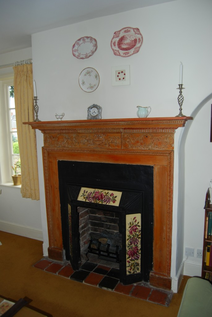 Fireplace in late 18th - early 19th century parlour-dining room
